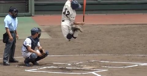 バットをヌンチャクのように振り回す高校球児・馬場選手のバットさばき「衝撃の代打」が話題!
